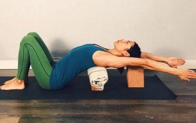 Resztoratív jóga pózok – hol és mikor van helye a gyakorlásodban?