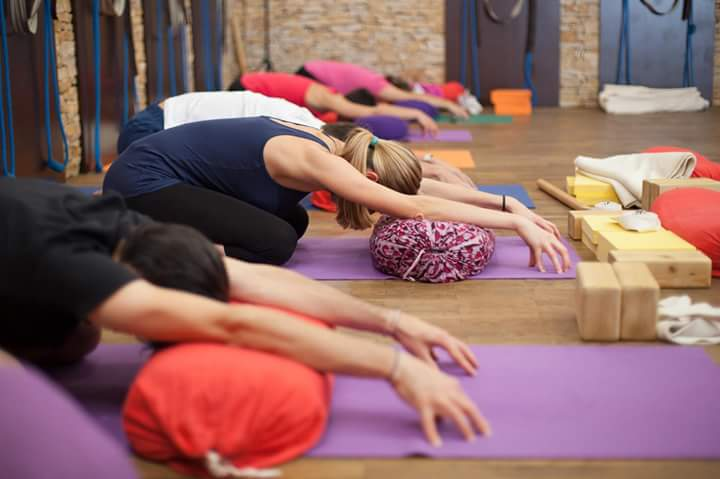 Iyengar jóga – a precizitás, figyelem és biztonság jógája